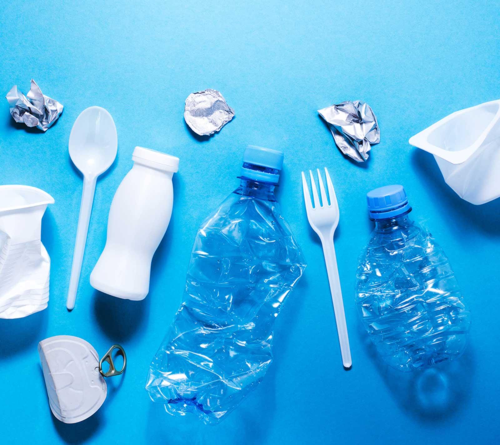foto cubiertos plasticos